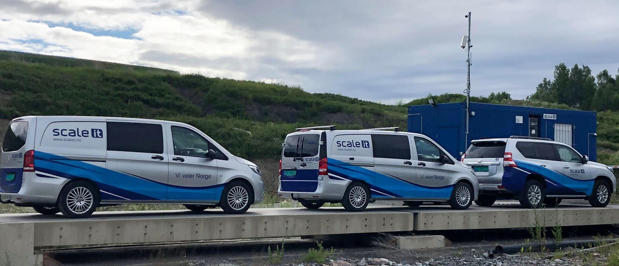 Servicebiler på rekke og rad
